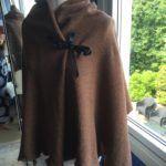 Sjal brun med svarta band Merino Wool, Fur Coat, Band, Jackets, Design, Fashion, Down Jackets, Moda