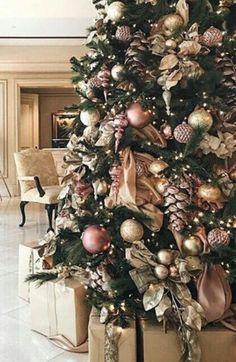 Christmas Tree Ideas, Rose Gold Christmas Tree, Elegant Christmas Trees, Pink Christmas Decorations, Christmas Tree Inspiration, Christmas Stationery, Christmas Interiors, Christmas Wonderland, Christmas Aesthetic