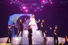"""2015年1月31日と2月1日の2日間にわたって、埼玉県のさいたまスーパーアリーナ(スタジアムモード)にて『ラブライブ!』μ'sのワンマンライブ""""μ's Go→Go! LoveLive! 2015~Dream Sensation!~""""が開催された。"""