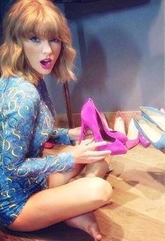 Taylor Swift - shoes to match her lips
