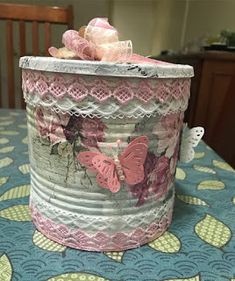 Tin Can Crafts, Jar Crafts, Bottle Crafts, Diy And Crafts, Decoupage Tins, Decoupage Vintage, Flowers In Jars, Jar Art, Recycled Crafts