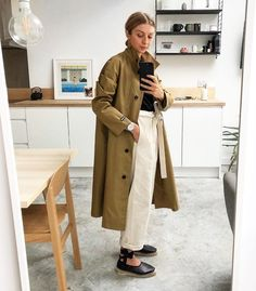 trench coat outfit – What to Wear With White Jeans: Combat the elements with a trench coat Coat Outfits, Trench Coat Outfit, Coat Dress, White Trench Coat, Burberry Coat, Blue Jeans, White Jeans, How To Look Expensive, Jean Délavé