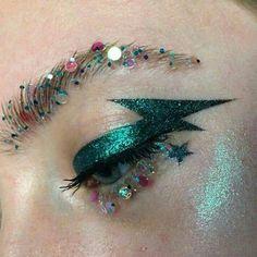 Emerald green lightning bolt with chunky glitter brows Makeup Inspo, Makeup Inspiration, Makeup Tips, Beauty Makeup, Hair Makeup, Glam Rock Makeup, Queen Makeup, Glitter Brows, Glitter Make Up