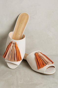 Discover unique Slides & Mules at Anthropologie, including the seasons newest arrivals. Spring Shoes, Summer Shoes, Summer Outfit, Cute Shoes, Me Too Shoes, New Yorker Mode, Shoe Boots, Shoes Sandals, Flat Sandals