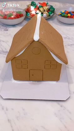 Homemade Gingerbread House, Gingerbread House Designs, Christmas Gingerbread House, Christmas Snacks, Christmas Cooking, Christmas Mood, Christmas Goodies, Christmas Crafts, Diy Gingerbread Houses