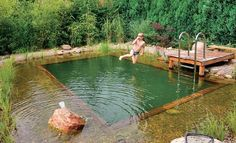 Wer genug Platz im Garten hat, könnte sich für die heißen Sommertage einen Sc… If you have enough space in the garden, you could build a swimming pond for the hot summer days. Advantage over a pool: it is not cleaned with chlorine but in a natural way.