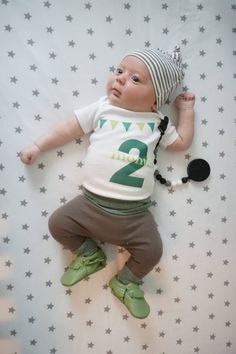 Liv & Co.™ brings you the best in baby bodysuits & t shirts for babies, kids, & adults and this 2 month, gender neutral baby bodysuit is just the staple your child needs in his or her 2 month old photographs!  In shades of green, this bodysuit is part of a series of baby bodysuits we've designed from 1 month all the way up to 12 months old.