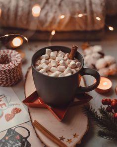 Christmas Feeling, Cozy Christmas, Christmas Photos, Christmas Time, Fresh Coffee, Coffee Love, Coffee And Books, Christmas Aesthetic, Aesthetic Food