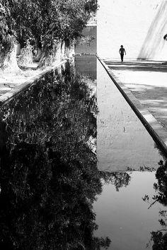 Plaza del Bebederos de Los Caballos, Las Arboledas, Mexico. 1960. Luis Barragan.