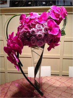 Beautiful centerpiece idea for purple-themed weddings