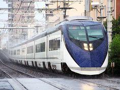 雨のなかを走る東京圏の電車たち
