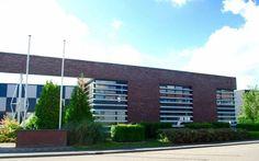 Paraat is opgericht in 1985 in Aalsmeer en sinds 18 juli 2016 gevestigd te Nieuw-Vennep. Wij zijn al meer dan 30 jaar actief in de (brand)beveiligingsmarkt. Iedere dag zijn ruim 80 Paraat medewerkers bezig met uw veiligheid. Paraat zorgt ervoor dat uw zaken op veiligheidsgebied in de organisatie uitstekend op orde zijn en u hier geen omkijken naar heeft.