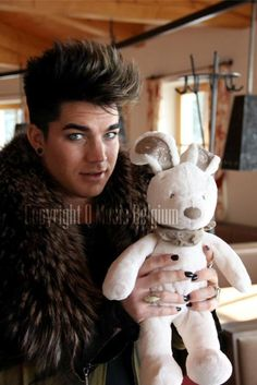 Adam Lambert at Q-snowcase 2012 | Source: Q-music Belgium. The plush bunny is the mascot of Q-music's ongoing charity campaign. It belonged to little Noa who unfortunately is no longer with us. The plush bunny is traveling all over the world for one year and is being sponsored per kilometer. The money raised will give many underpriviledged Belgian children the opportunity to celebrate and enjoy Christmas as they've never known it before.