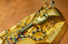 New evidence suggests King Tut's gold mask actually belonged to Queen Nefertiti - Redorbit Egyptian Names, Ancient Egyptian Tombs, Amenhotep Iii, Statues, King Tut Tomb, Impossible Pie, Queen Nefertiti, Valley Of The Kings, African Artists