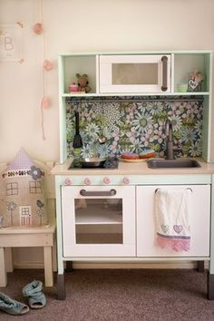 Selbermachen Kinderküche Ikea Duktig pimpen Blumentapete Etsy Aufkleber Limmaland Weihnachten Christkind mädchenhaft mint rosa