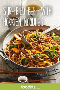With hokkien noodles, beef mince, grated ginger, carrot, broccoli and a honey-spiced soy sauce, this weeknight dinner is a winner! It takes 17 minutes and serves 4, and is also budget-friendly!