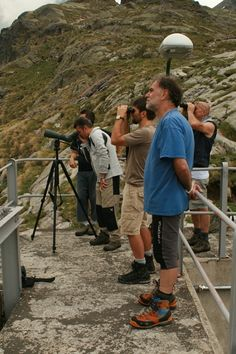 Osservazione degli stambecchi (Foto di L.Zamprogno) presso il Rifugio Baitone nel Parco dell'Adamello nell'ambito della formazione del personale volontario coinvolto nel monitoraggio della specie (www.uomoeterritoriopronatura.it).