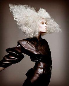 The Professional Beauty Association 2010 North American Hairstyling Award… Crazy Hair, Big Hair, Creative Hairstyles, Cool Hairstyles, Fantasy Hairstyles, Pelo Editorial, Fashion Show Makeup, Dark Beauty Magazine, Avant Garde Hair