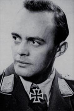 """Oberleutnant Gerhard Vogt (1911-1945), Ritterkreuz 25.11.1944 als Leutnant und Staffelführer 5./Jagdgeschwader 26 """"Schlageter"""" ✠ 48 Luftsiege, 174 Feindflüge. Am 14 Januar 1945 bei Wittingen gefallen."""