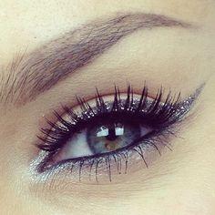 love that eyeliner!