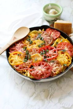Rustic Cheesy Heirloom Tomato Pasta- the tomatoes are the star of the show in this simple dish! Milk Recipes, Asian Recipes, Healthy Recipes, Ethnic Recipes, Healthy Food, Heirloom Tomato Tart, Heirloom Tomatoes, Oven Dried Tomatoes, Dessert