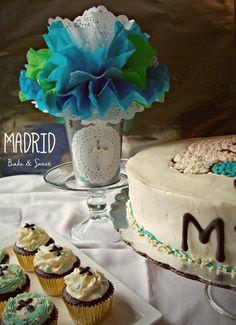 Pastel de limon con chia y relleno de ganache de chocolate,.y cupcakes de chocolate para un Bautizo