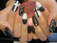 black + white gold studded matte nails #nail #unhas #unha #nails #unhasdecoradas #nailart #gorgeous #fashion #stylish #lindo #cool #cute #fofo #preto #branco #matte #cross #cruz