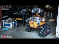 Un hombre construyó una réplica tamaño real de WALL-E. Se trata de Michael McMaster, de Bakersfield California, quien pertenece al club de constructores  R2D2 Builders Club. El robot a control remoto tomó cinco años en construir (hasta ahora, ya que aún se encuentra trabajando en mejorarlo). ¿Qué te parece?