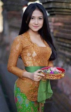 Nusantara Shanti I 💗 Balinese Girls Beautiful Hijab, Beautiful Asian Women, Traditional Fashion, Traditional Dresses, Bali Girls, Indonesian Women, Burmese Girls, Myanmar Women, Cute Asian Girls