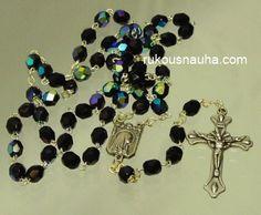 Tämä ruusukko tehty scarabén värisistä kristallihelmistä. www.rukousnauha.com