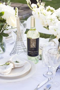 What a magical evening The Rose Table en Blanc was! I bought a six foot table to set up in the middle of my garden and invited five foodie friends over for a Le Diner en Blanc-inspired dinner party… Paris Decor, Paris Theme, Picnic Dinner, Dinner Table, White Dinner, Thanksgiving Table Settings, Holiday Tables, All White Party, Le Diner