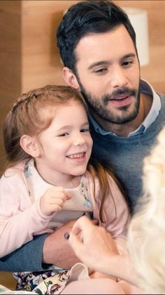 Baris Arduc with the little girl that plays his daughter in KIRALIK ASK,