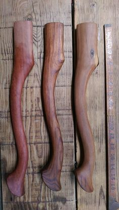 Woodworking At Home, Green Woodworking, Axe Handle, Viking Axe, Medieval Weapons, Wood Carving Patterns, Knife Art, Cool Knives, Knife Handles