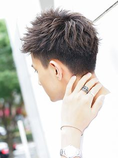 シークレットパーマ×刈り上げアップバング Young Mens Hairstyles, Modern Short Hairstyles, Asian Men Hairstyle, Short Hair Styles, Asian Boy Haircuts, Haircuts For Men, Boys Colored Hair, Androgynous Haircut, Pop Hair