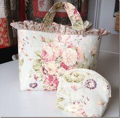 Bolsos, bolsos… Diy Clutch, Diy Purse, Diy Pouch No Zipper, Bag Patterns To Sew, Fabric Bags, Quilted Bag, Cute Bags, Vintage Bags, Crafts To Sell