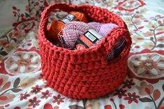 Free online crochet pattern for a tshirt yarn thick woolen basket. Handy for yarn/wool storage or many other uses. Make with hoooked zpaghetti or another t shirt yarn.