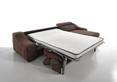 Ronaldo. Sofá cama con chaise longue (cama abierta) / Sofa-bed and chaise longue (open bed)