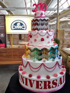 Pour fêter un anniversaire, il faut un beau gâteau ! Et justement les gourmandes du service en ont préparé un qui trône actuellement dans l'entrée du site de production DMC à Mulhouse (Alsace/France)