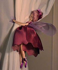 Artesanatos com Moldes: fadinhas para cortinas Curtain Holder, Curtain Tie Backs, Little Girl Rooms, Little Girls, Room Girls, Diy Para A Casa, Fairy Bedroom, Curtain Designs, Fairy Dolls