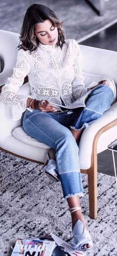 40 Of The Best Summer Outfits To Copy Right Now work outfit wash blue jeans + lace shirt The Best of street fashion in Fashion Mode, Look Fashion, Fashion Trends, Street Fashion, Latest Fashion, Mode Outfits, Casual Outfits, Fashion Outfits, Teen Outfits
