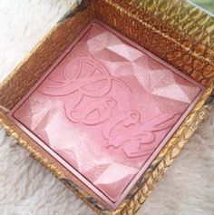Benefit Rockateur Blush is rose gold like in colour and has a strong pigment! Retails at and available from most places including Debenhams Ireland Benefit Rockateur, Blush Roses, All Things Beauty, Rose Gold, Posts, Makeup, Blog, Make Up, Pink Roses