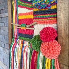 Made in Chile with natural wool, wood and driftwood from Lago Puyehue. It takes me 3 weeks to do it and three more weeks the delivery. Weaving Textiles, Weaving Art, Loom Weaving, Hand Weaving, Tapestry Loom, Weaving Wall Hanging, Diy Garland, Weaving Projects, Lana