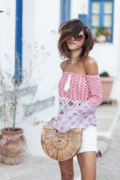 Short layered hair is best for women who want to create some beauty out of their messy mane. Short Hair With Layers, Layered Hair, Look Fashion, Fashion Models, Fashion Outfits, Casual Chic, Boho Chic, Summer Outfits, Cute Outfits