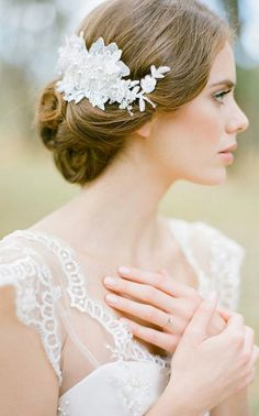 LUCILLE lace bridal comb with pearls in ivory
