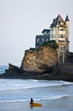 Une maison d'une falaise http://beautifulbeachresorts.blogspot.com