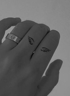 Tiny Tattoos For Girls, Small Hand Tattoos, Best Tattoos For Women, Dainty Tattoos, Dope Tattoos, Little Tattoos, Pretty Tattoos, Mini Tattoos, Tatoos