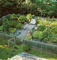 the Difference Between a Kitchen Garden and a Regular Vegetable Garden? - Just Dabbling Along What's the Difference Between a Kitchen Garden and a Regular Vegetable Garden?What's the Difference Between a Kitchen Garden and a Regular Vegetable Garden? Potager Bio, Potager Garden, Veg Garden, Garden Types, Vegetable Garden Design, Garden Cottage, Edible Garden, Garden Beds, Garden Landscaping