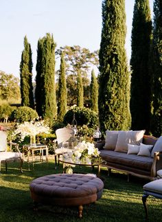 i love everything about this. laid-back elegance. outdoor french chair and couches. sigh. so inviting.
