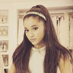 Yes @arianagrande, you're exactly right!  An Ellen Hunter headband looks perfect with a neat pony for fall...@screamqueensfox #celebritystyle #arianagrande #screamqueens #picoftheday #amazing