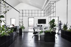 Candlefox HQ: A Graphic, Black and White Office in Melbourne - Design Milk Black And White Office, Black And White Interior, Green Office, Black White, Cabinet D Architecture, Interior Architecture, Office Interior Design, Office Interiors, Open Space Office